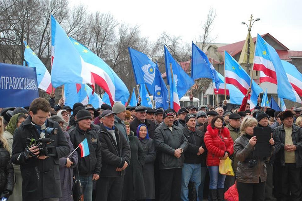 На главной площади Чадыр-лунги собралось около двух тысяч человек.