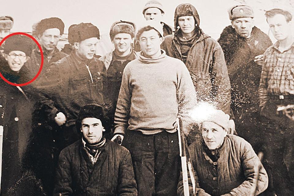 Начало марта 1959-го. Первый десант поисковиков на перевале Дятлова. В их составе - прокурор-криминалист Лев Иванов. Это фото лишний раз подтверждает, что Лев Никитич занимался расследованием с самого начала поисков пропавшей группы.