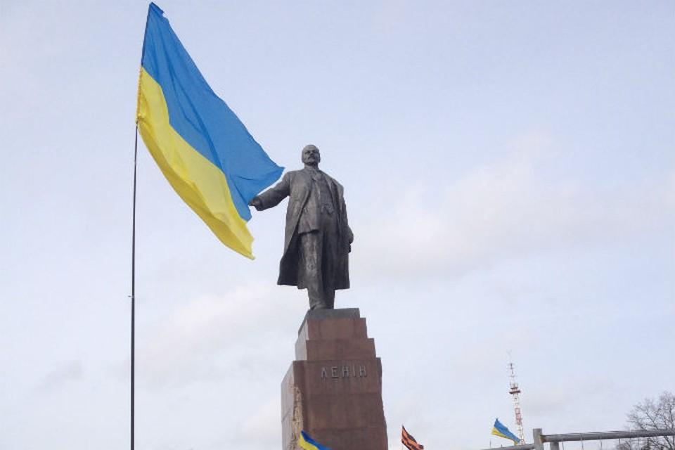 Харьков защищает Ленина