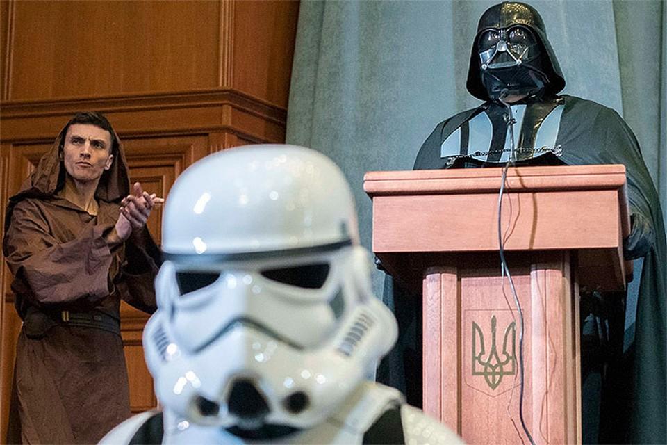Кандидат в президенты Украины Дарт Вейдер: Проведем люстрацию - всех заменим на роботов!
