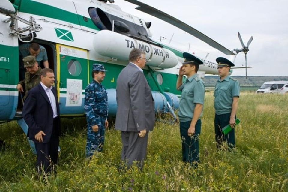 Андрей Бельянинов прибыл на пункты пропуска на вертолете