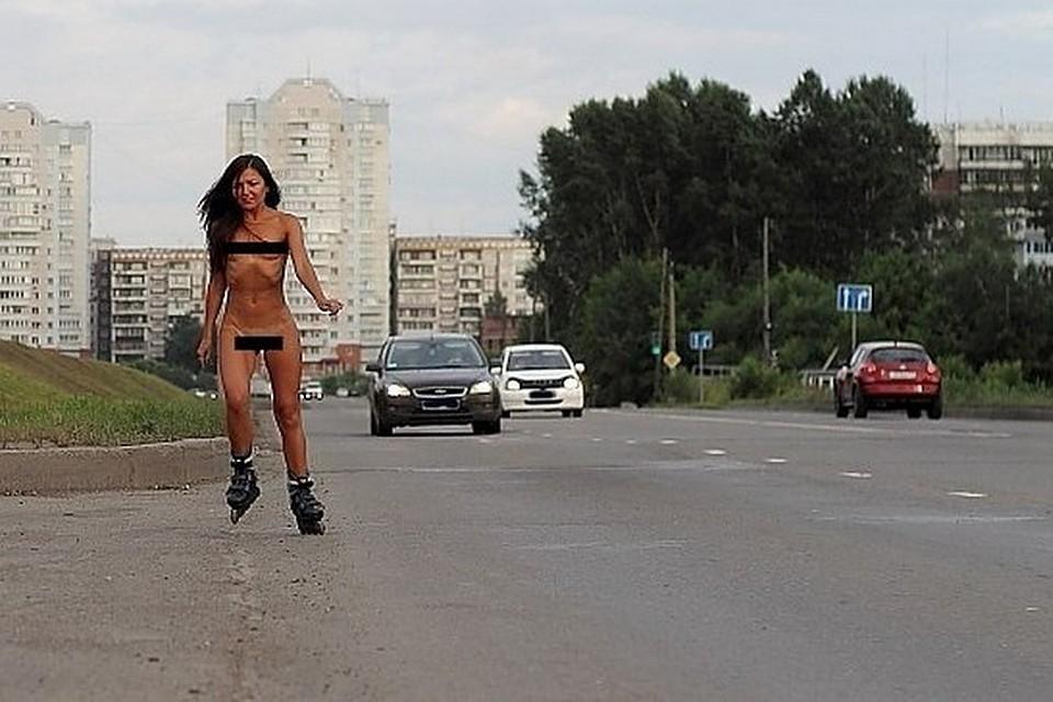 По новокузнецку каталась на роликах голая девушка видео, порно дерут много мужиков