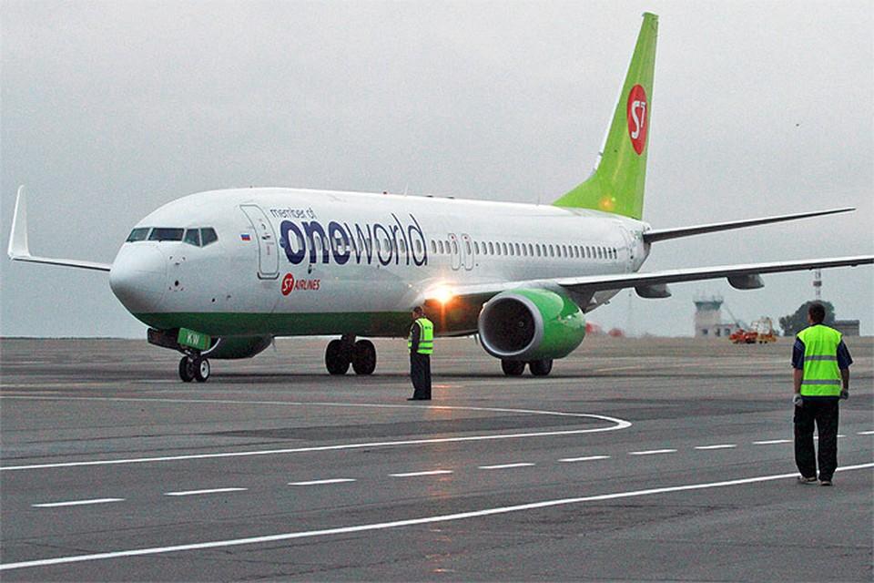 """""""Боинг 737"""" авиакомпании S7 не смог взлететь из-за расплавившегося на жаре асфальта в Домодедово"""