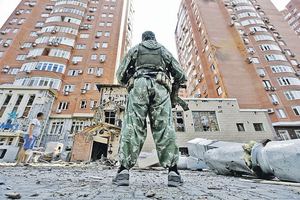Донецкие новостройки обезображены обстрелами. Киев продолжает уничтожать города Донбасса, перекладывая свои преступления на ополченцев.