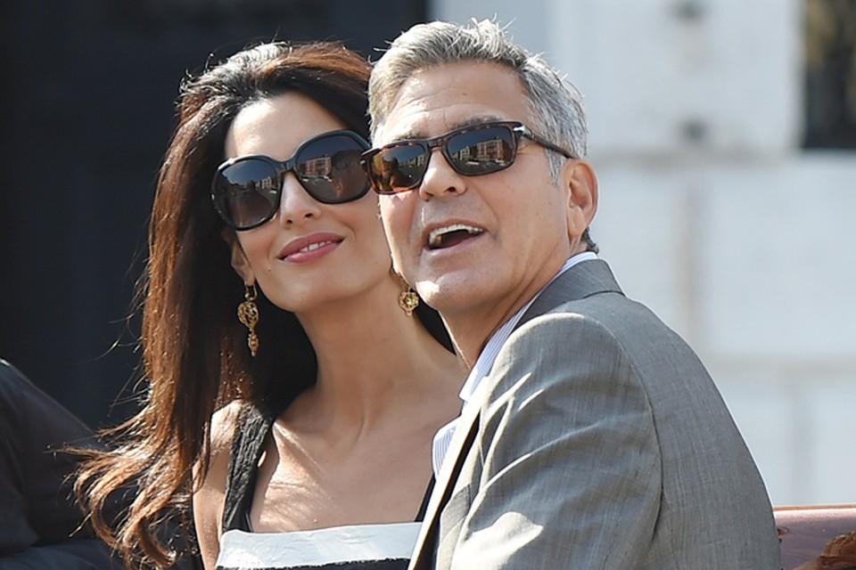 Сегодня днем в город на воде прибыли голливудский актер Джордж Клуни и его избранница, британский адвокат Амаль Аламуддин.