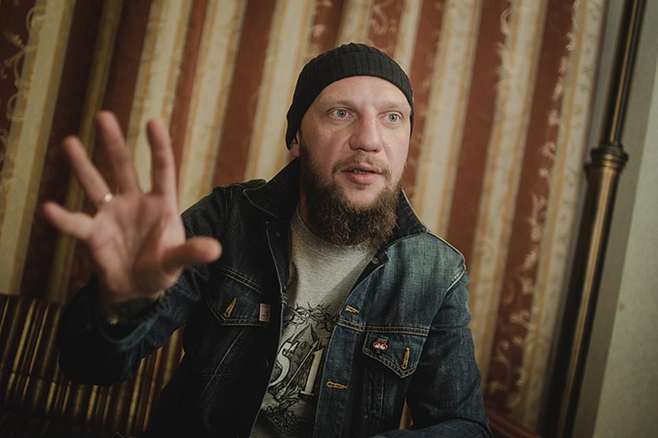 Участник группы «25/17» Андрей Бледный рассказал «Комсомолке», как превратить музыкальный альбом в фильм, в котором играют знаменитости, и объяснил, почему отказался говорить с «Первым каналом» о войне