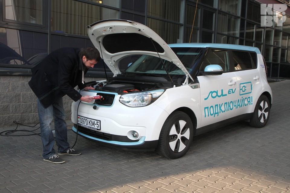 Заряжать электромобиль в офисных условиях практически нереально.