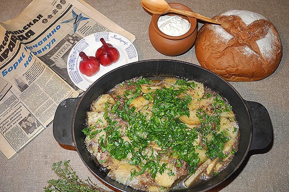 Мясо получается в луковой «шубе», а лук в соке наполовину растворяется.