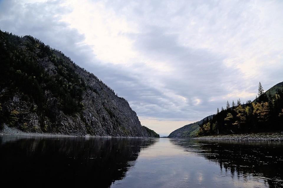 Еще немного и река вырвется из тисков ущелий и совободно раскинется на просторе Муйской долины.