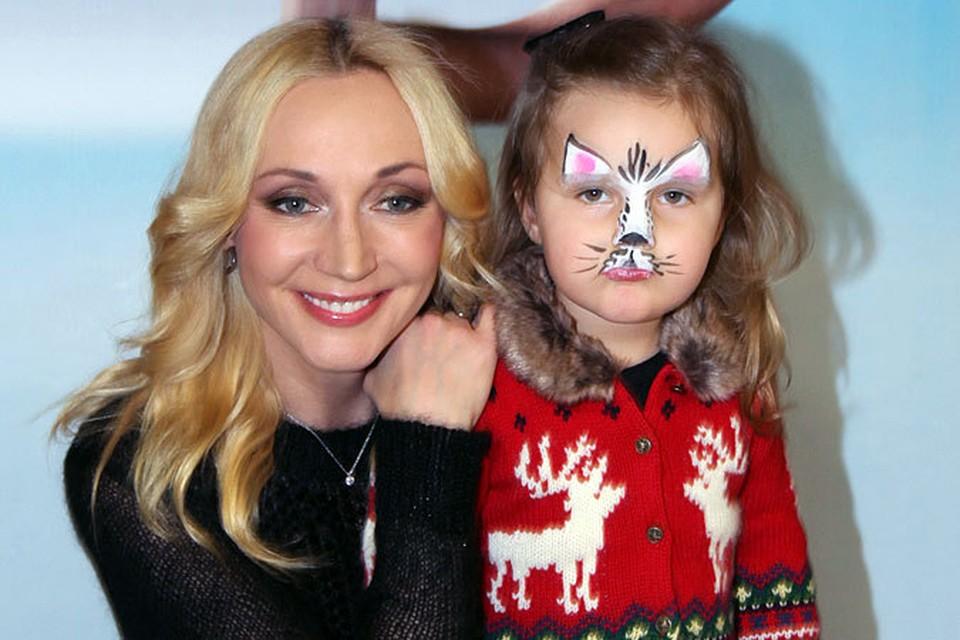 Для младшей дочери Кристины Орбакайте Клавдии, которой в конце марта исполнится три годика, посещение детского представления стало одним из ее первых выходов в свет