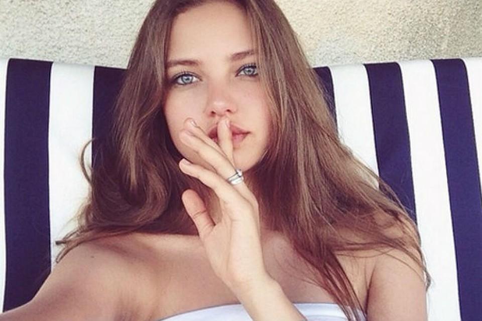 Видео девочки пробуют член онлайн видео