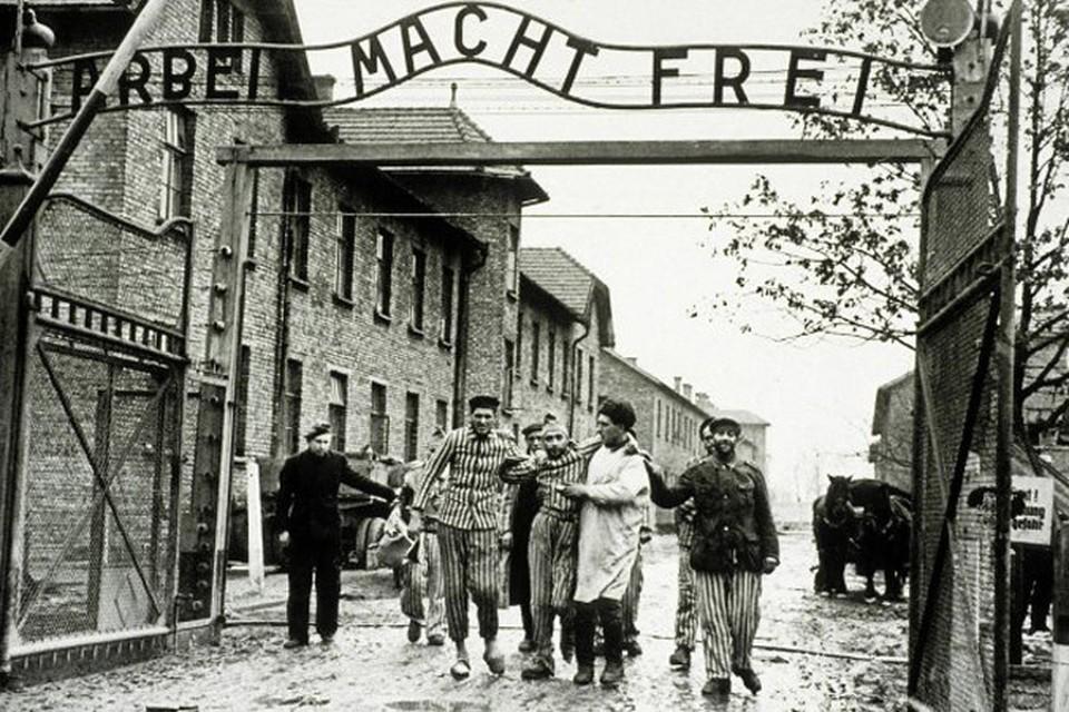 Восстанавливать силы изможденных узников также помогали советские врачи. Фото: wikimedia.org