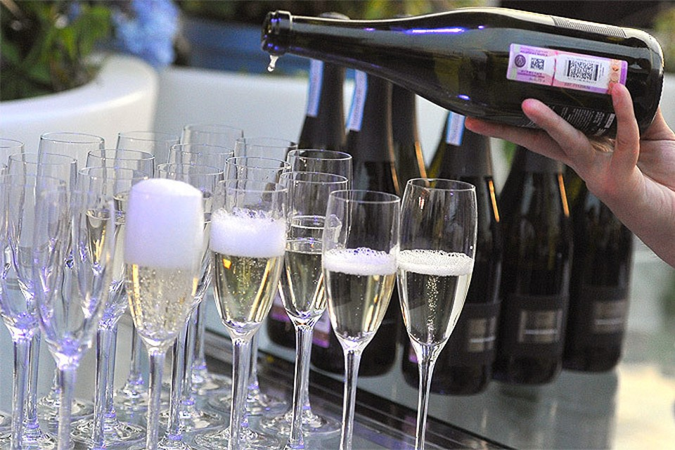 О том, какой будет минимальная цена на вино и шампанское, не сообщается, цифра будет принята отдельным распоряжением.