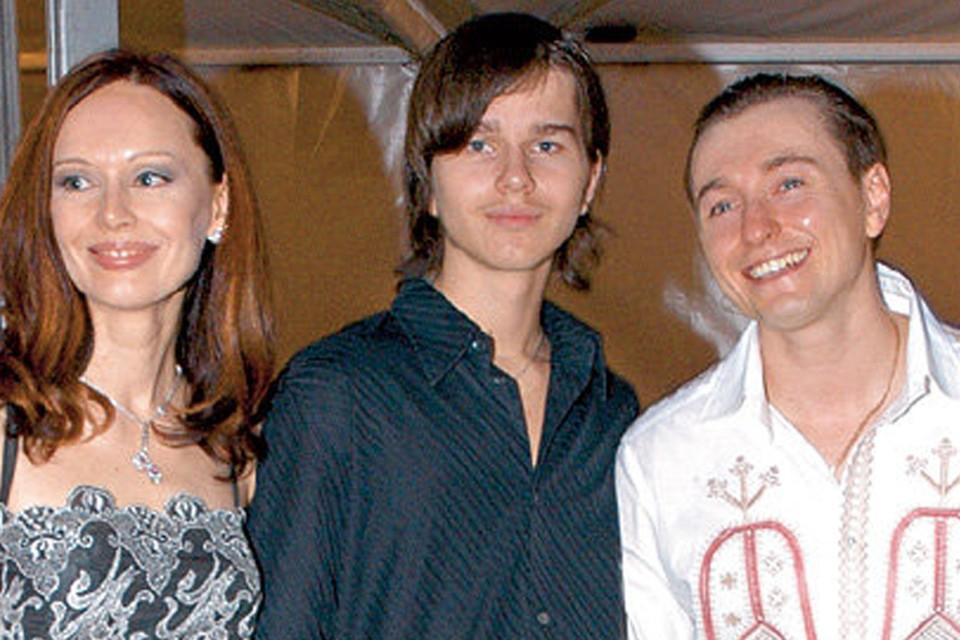 Пасынка Сергея Безрукова (в центре) нашли мертвым в Москве