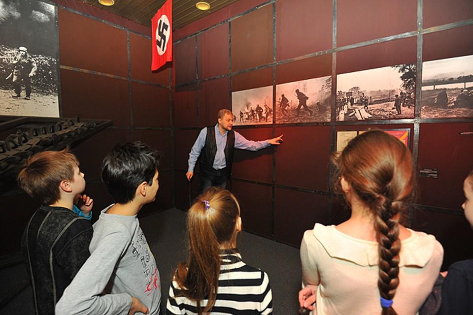 Мы знаем, что немцы Москву не взяли, - говорят большинство школьников при входе в музей обороны Москвы