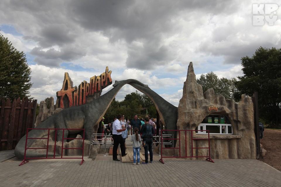 В Минске открылся парк с динозаврами, которые двигаются, рычат и даже дышат.
