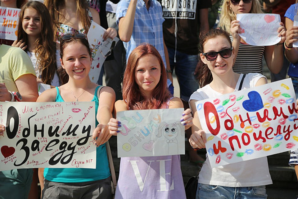 На площади Ленина — молодежный флешмоб «Обнимашки»