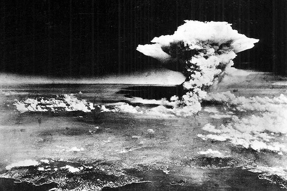 2 атомные бомбы погубили в Японии около 200 тысяч человек.