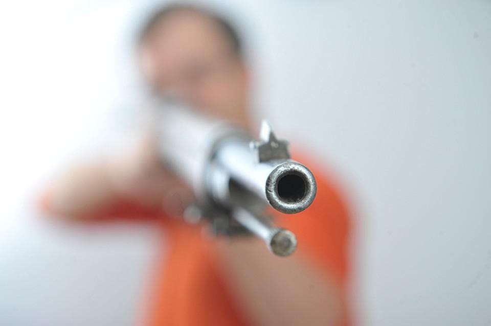 В Саратове неизвестные выстрелили в голову мужчине у подъезда его дома