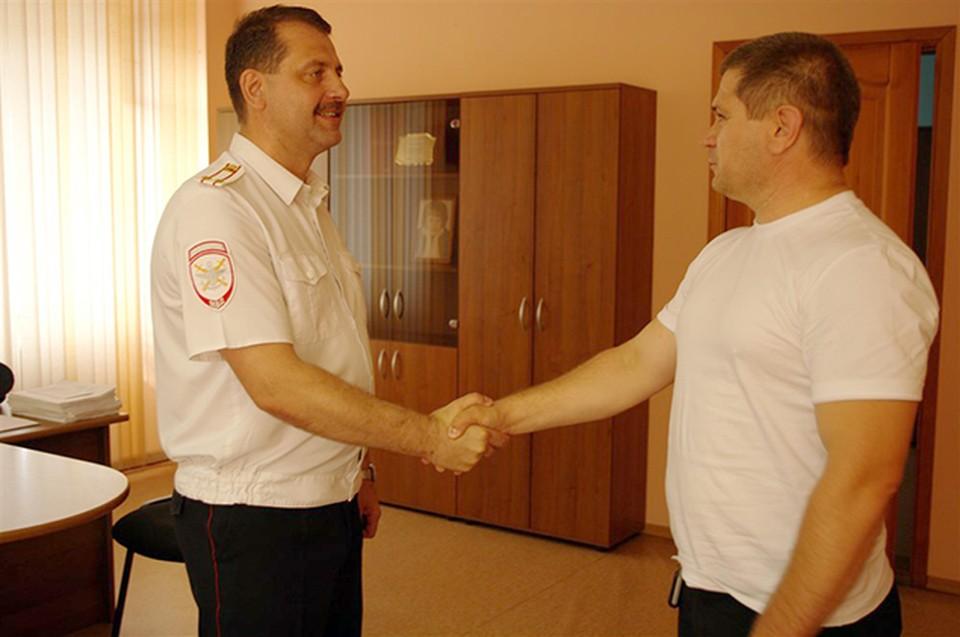 Николай сразу же приехал в полицию, когда понял, что доллары настоящие. Фото: пресс-служба Сибирского ЛУ МВД России
