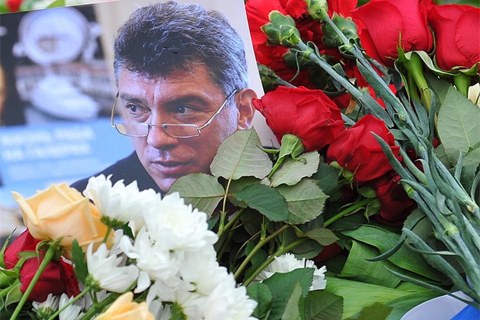 В Следственном комитете России (СКР) продолжают расследовать уголовное дело по факту убийства политика Бориса Немцова, совершенного в городе Москве в феврале 2015 года.