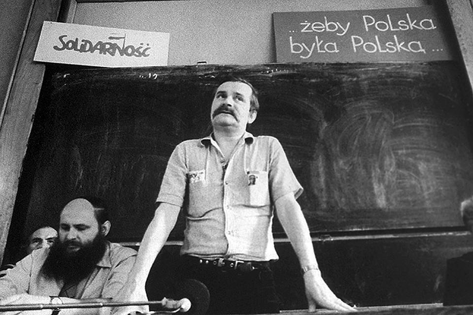 """Лидер движения """"Солидарность"""" Лех Валенса во время выступления в Люблинском университете, 1981 год.  /Фотохроника ТАСС/"""