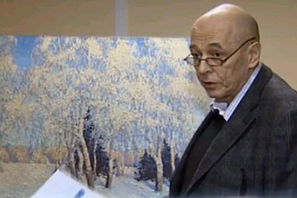 Коллекционер Леонид Петров (на фото) обнаружил, что купленная им картина - мастерски выполненная подделка. Фото: телеканал НТВ