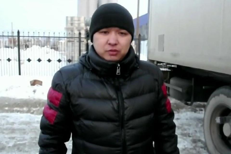 """Виталий Чеменев """"подловил"""" команду знатоков на вопросе о дальнобойщиках. Фото: стоп-кадр"""