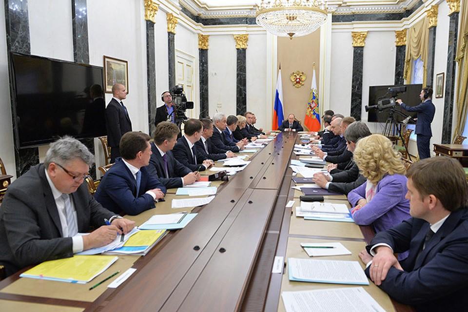 Президент России Владимир Путин провел совещание с членами правительства. Фото: Алексей Дружинин/ТАСС