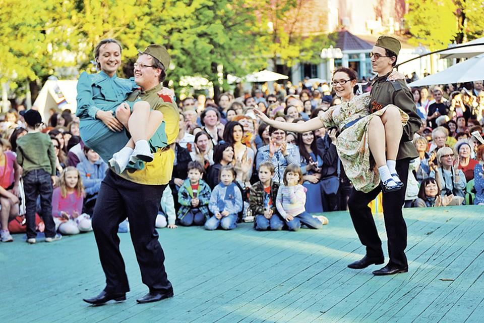 В Гончаровском парке пройдут уроки танцев 1940-х годов.