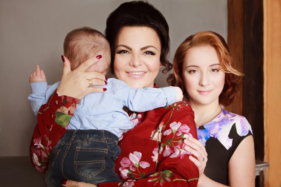 Елена Николаева с дочерью Настей и сыном Левушкой. Фото: из семейного архива