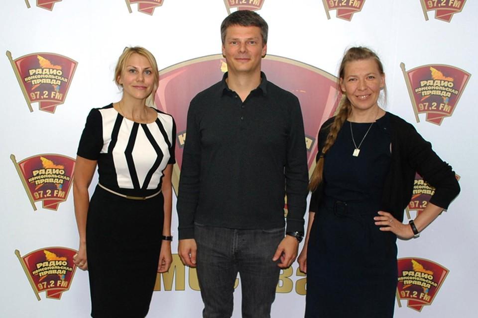 слева направо: Светлана Петровичева - партнер кадрового центра 21 век, Александр Дубовенко - управляющий партнер корпорации Гуд Вуд, Елена Ракиткина - ведущая программы