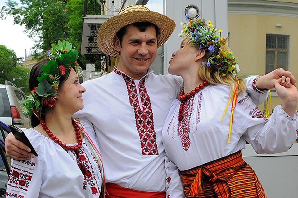 Русские - это большая семья, с общей историей, но отдельными корнями. Но вот вопрос об общем славянском происхождении русских, украинцев и белорусов ДНК-генеалогией закрыт