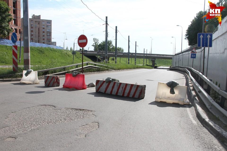 На Молитовском мосту 1 июня в ДТП разбилась супружеская пара.