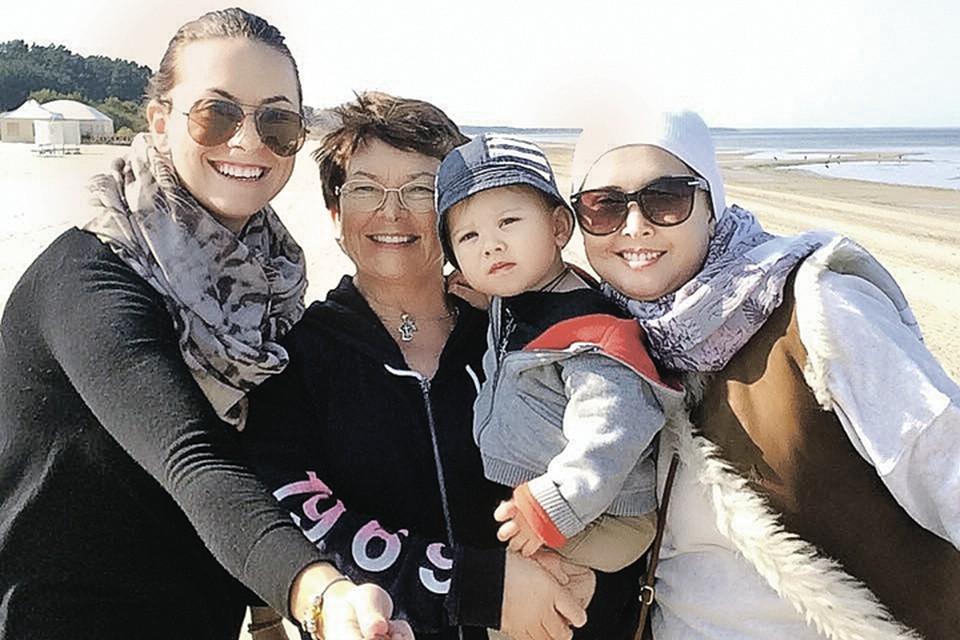 Пока была жива Жанна, маленького Платона воспитывали и родная тетя, и бабушка (обе - на фото слева). Фото: instagram.com/friske_natalia