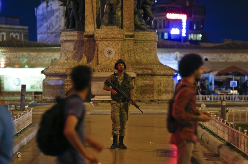 Турецкий премьер-министр Бинали Йылдырым заявил о попытке военного переворота в стране.