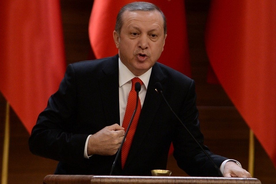 Президент Турции Тайип Эрдоган считает, что провалившийся путч был организован сторонниками основанного Гюленом происламского движения «Хизмет», и требует от США его выдачи