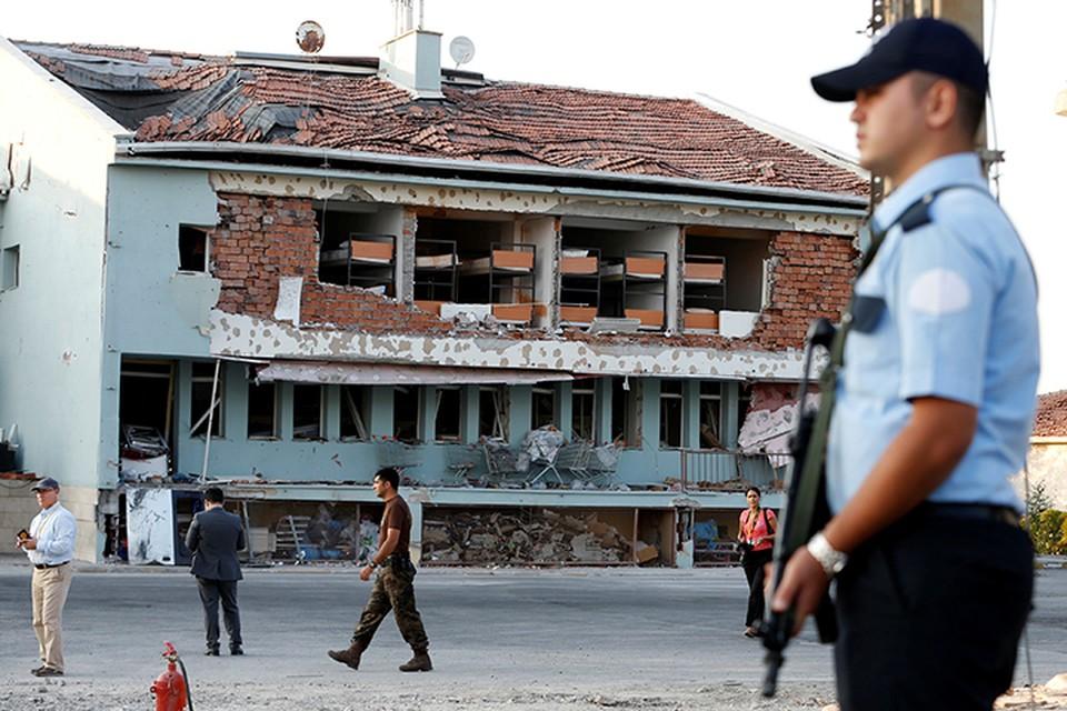 В турецкой столице военные и полицейские на каждом шагу