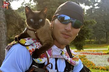 По Ульяновску колесит кот-велосипедист