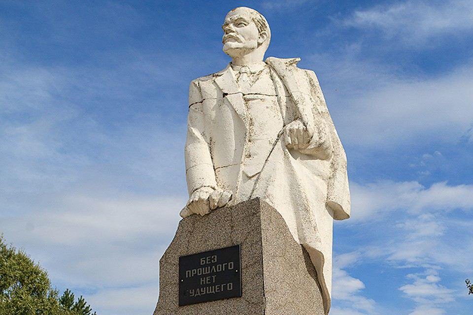 И зачем нам на каждой главной городской площади Ленин?