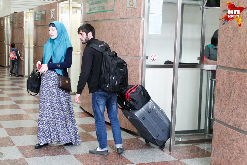 Каждый день около 300 беженцев пытаются выехать из Бреста в Польшу.