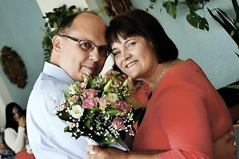 Оксана Василишина точно знает: в сорок лет жизнь только начинается. С Олегом они познакомились в соцсетях.