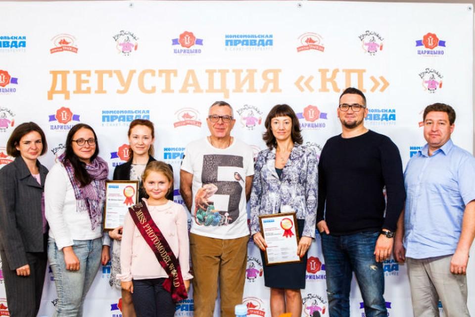 Представители двух колбасных компаний (справа и слева от Андрея Урганта, он в центре) не побоялись придти и в лицо выслушать возможную критику от экспертов.
