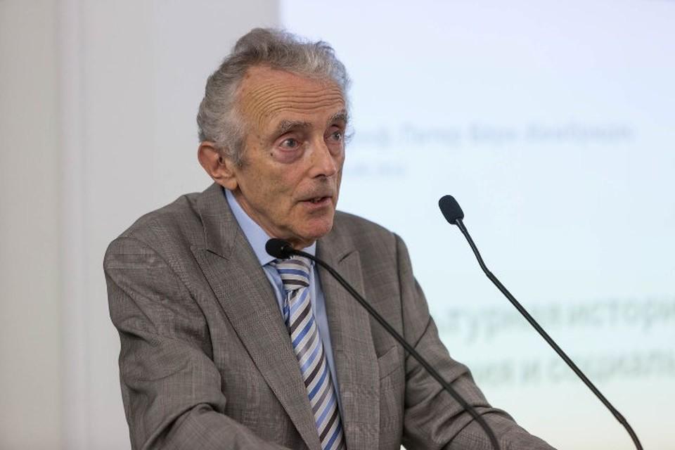 Питер Берк занимается изучением культуры больше 50 лет. Сегодня он является членом Европейской академии и Королевского исторического общества Великобритании.