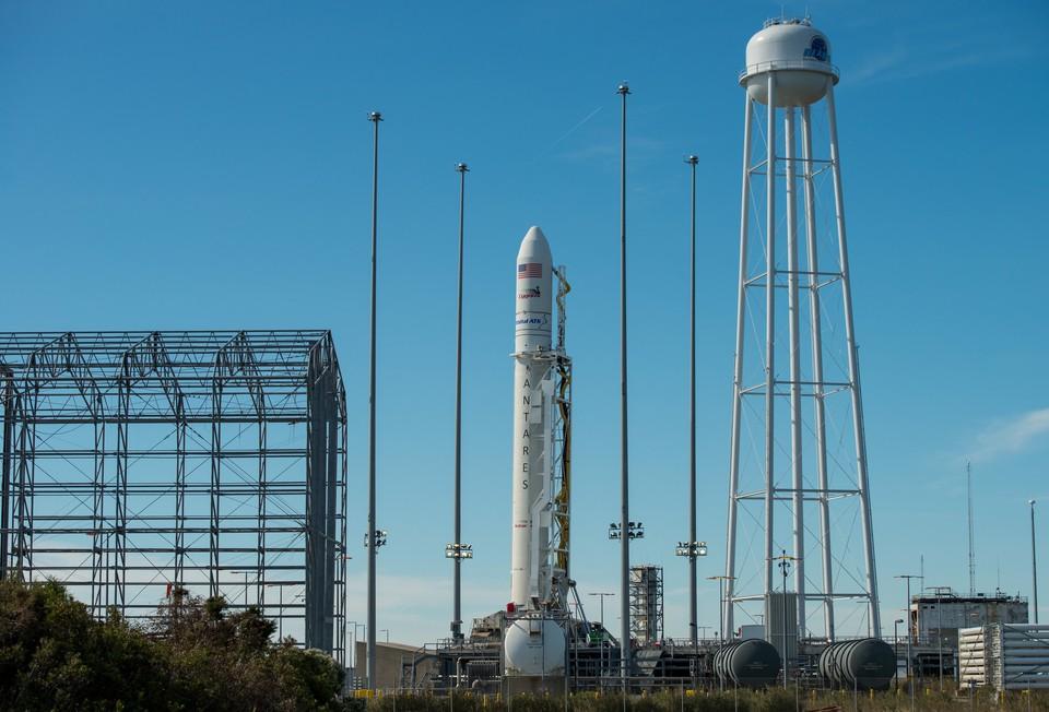 Антарес на стартовой позиции. Фото: НАСА
