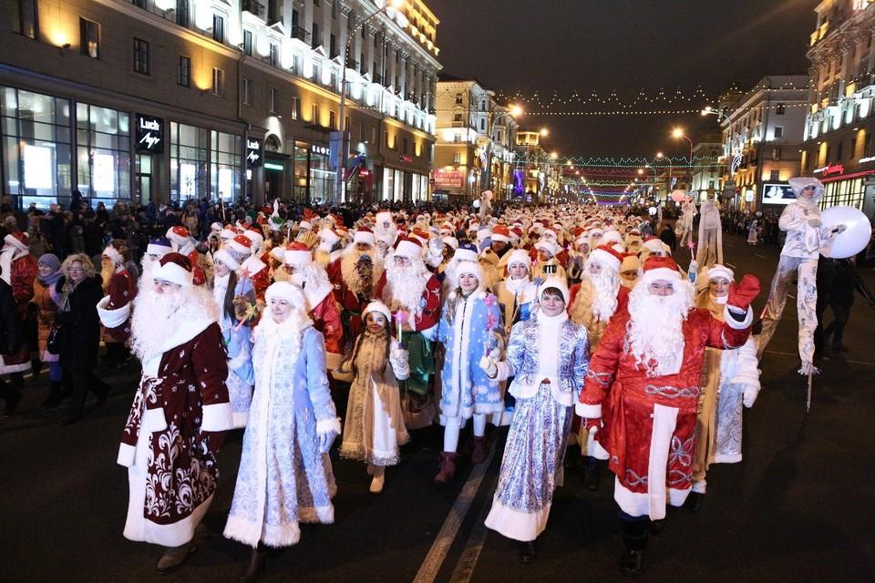 24 декабря состоялось массовое шествие Дедов Морозов