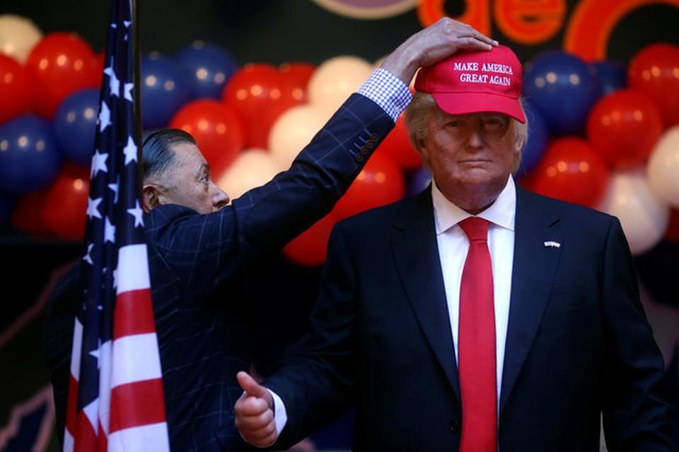 Во время президентской гонки Трамп потратил на выпуск кепок со слоганом «Сделаем Америку снова великой» денег больше, чем на политических консультантов и рекламу