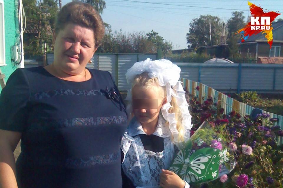 Своей единственной мамой 8-летняя Маша признает только опекуна. Фото: «Одноклассники»