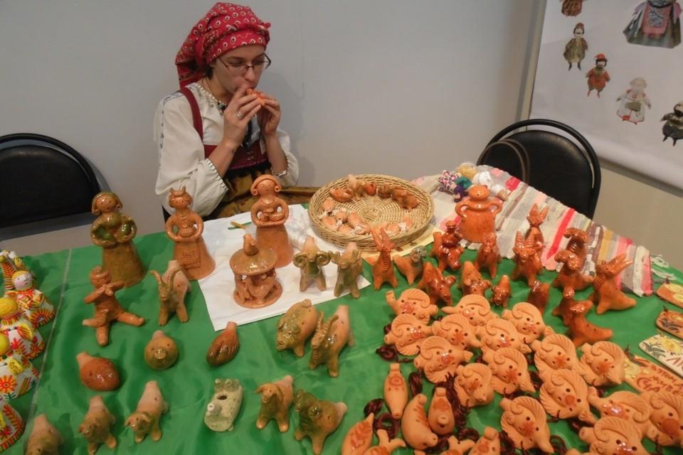 Липчан приглашают на выставку «Теплый мир глиняной игрушки»