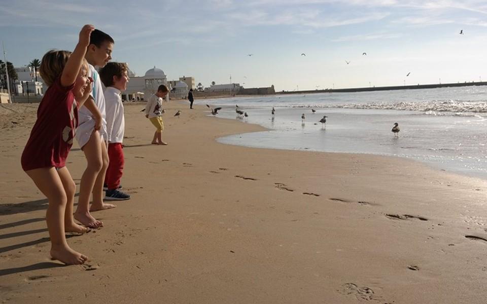 На заграничных пляжах этим летом, похоже, будет очень много россиян.